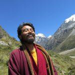 Mingyur_Rinpoche_with_blue_sky_Lite